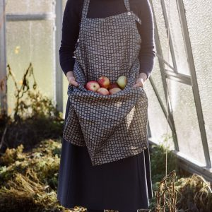Linen apron – Innumerable fibers